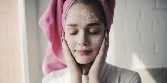 Πώς να διαχειριστείς τον συνδυασμό των οξέων στην skincare routine σου