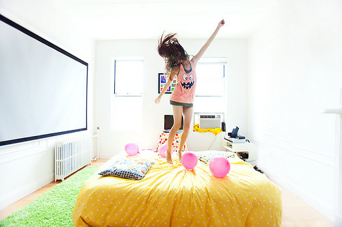 bed-dance-happy-jump-room-tank-top-Favim.com-45474