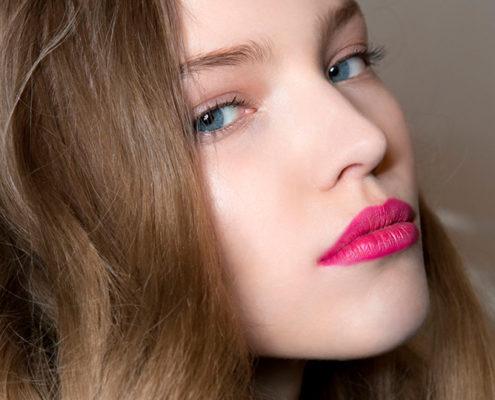 Tips για να δώσεις όγκο σε ίσια και άτονα μαλλιά
