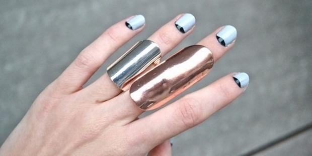 Το κόλπο που θα σε σώσει αν θέλεις να κάνεις french manicure σε κοντά νύχια