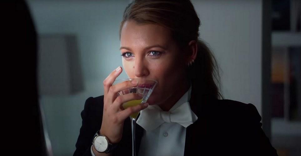 Στο trailer του A Simple Favour η Anna Kendrick προσπαθεί να αποκωδικοποιήσει την Blake Lively