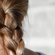 8 χτενίσματα για γυναίκες που αγχώνονται