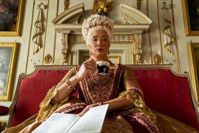 """""""Bridgerton"""" ή αλλιώς """"αν το 'Downton Abbey' ήταν δημιουργία της Shonda Rhimes"""""""