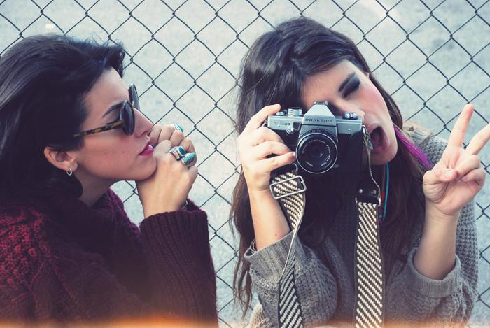 camera-cute-eyes-girls-friends-glasses-Favim.com-283674