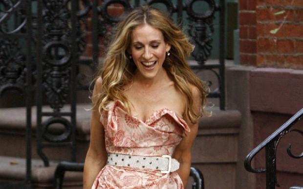Τα 6 φορέματα της Carrie Bradshaw που ακόμα δεν έχουμε ξεπεράσει