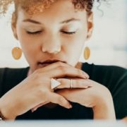 Η άσκηση αναπνοής που υπόσχεται να σε βοηθήσει να καταπολεμήσεις το άγχος
