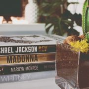 6 celebrities που δεν ήξερες ότι έχουν γράψει βιβλίο