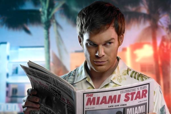 dexter-miami-star-with-newspaper (Medium)