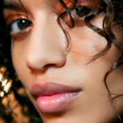 """Τι είναι η ρετινόλη και γιατί θεωρείται """"θαυματουργή"""" σε θέματα ομορφιάς;"""