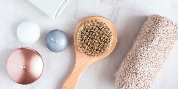 Γιατί αξίζει να δοκιμάσεις το dry brushing στην καθημερινή περιποίηση του σώματός σου