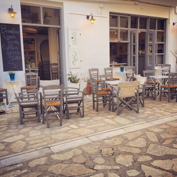 Elia kafenes: Ο καφενες του λιμανιου