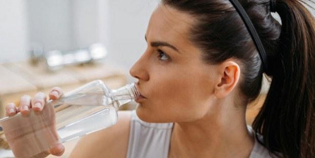 Τι θα συμβεί στο σώμα σου όταν αρχίσεις να πίνεις 3,5 λίτρα νερό την ημέρα