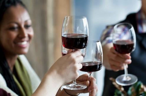 5 λόγοι που ένα ποτήρι κρασί ωφελεί την υγεία σου
