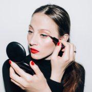 Ιδέες για γιορτινό μακιγιάζ που δεν είναι glitter