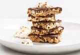 Αυτή είναι η συνταγή για τις πιο νόστιμες vegan μπάρες σοκολατένιων popcorn!