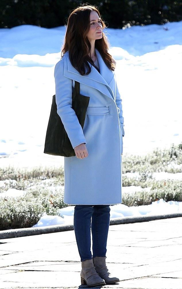 Τα celebrity looks που θα σε κανουν να φορεσεις γαλαζιο τον χειμωνα