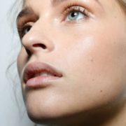 8 λόγοι στους οποίους μπορεί να οφείλεται η ερυθρότητα στο πρόσωπό σου