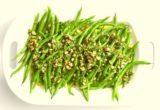 Πράσινα φασολάκια με πορτοκάλι και γκρεμολάτα αμυγδάλου