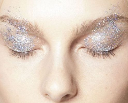 Πως να φορέσεις σωστά την ασημένια σκιά ματιών