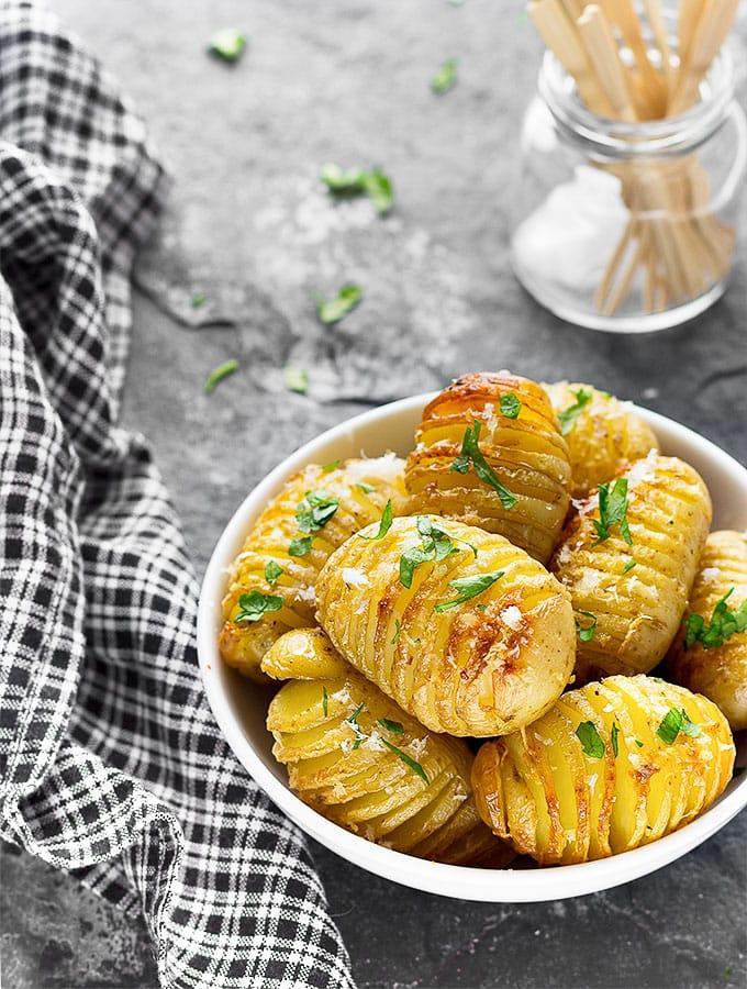 Ψητες πατατες με σκορδο και παρμεζανα