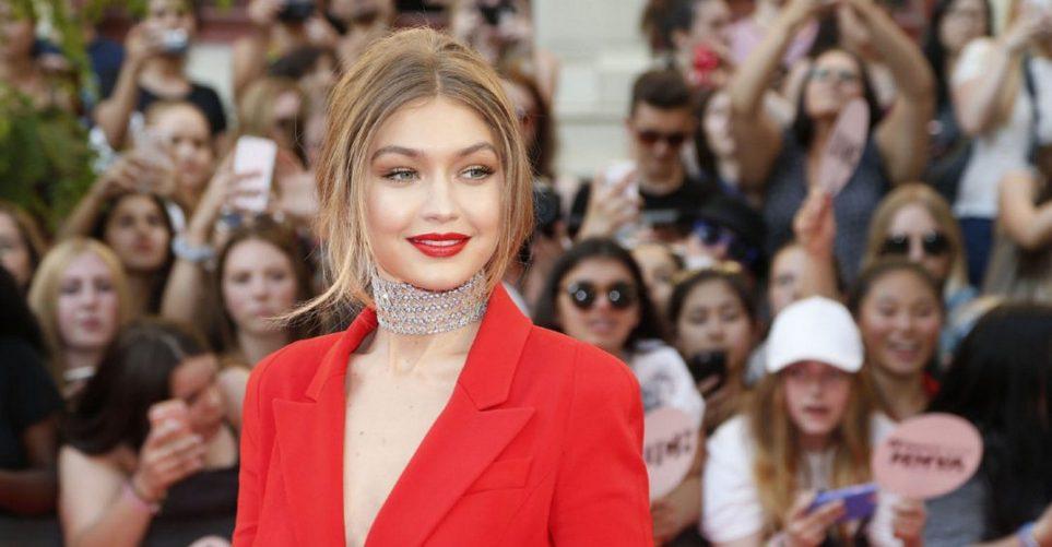 Το κόκκινο κοστούμι όπως φορέθηκε από 12 celebrities