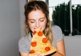 5 λόγοι που το παρακάνεις με το φαγητό