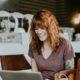 5 ασκήσεις που μπορείς να κάνεις στο γραφείο αντί να σκρολάρεις στο Instagram