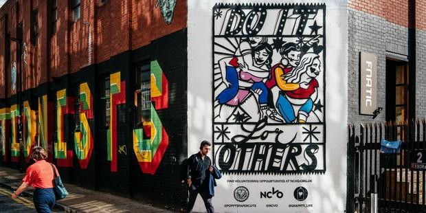Ένα graffiti για τη ζωή και την προσφορά στο Λονδίνο