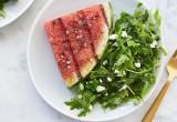 Δοκίμασε ψητό καρπούζι με σαλάτα και κατσικίσιο τυρί