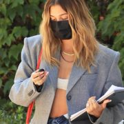 hailey-bieber-hot-papoutsia-nea-sezon