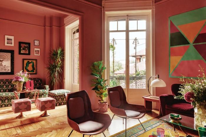 Home tour σε ένα vintage και ''πληθωρικό'' διαμέρισμα στο Μιλάνο