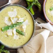 Ελαφριά, κρεμώδης σούπα από σπαράγγια
