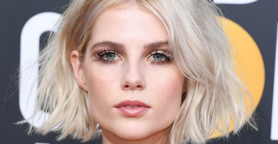 Η Lucy Boynton έφερε τη μαγεία του 60s minimal makeup ξανά στο προσκήνιο