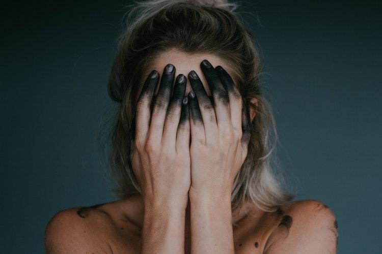 5 τρόποι να αντιμετωπίσεις την εποχική κατάθλιψη