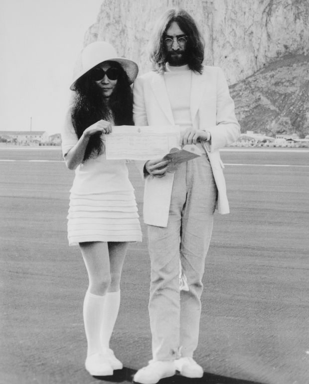 john-lennon-and-yoko-ono-holding-marriage-certificate