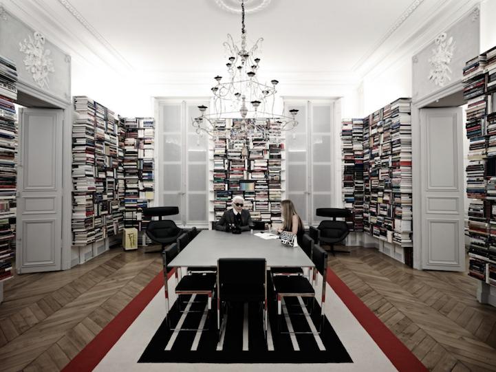 Κατι τρεχει με τη βιβλιοθηκη του Karl Lagerfeld
