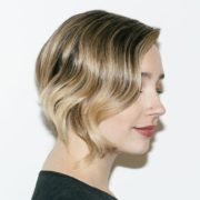 Το hack που θα σε βοηθήσει να καταλάβεις αν θα σου πηγαίνουν τα κοντά μαλλιά