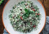 Το ωμό κους-κους κουνουπιδιού με κεράσια είναι το πιο υγιεινό γεύμα που θα φτιάξεις