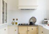 6 tips για να κάνεις με χαμηλό budget τη μικρή κουζίνα σου να φαίνεται πιο μεγάλη