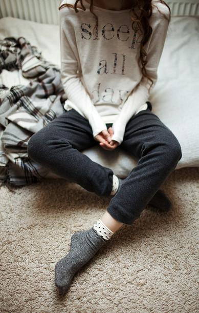 kpc21v-l-610x610-sleepday-longsleeveshirt-lazyday-comfy-sweater-clothes-pyjama-sleep-nightwear-oversizedsweater-tumblr-girly-sleeper-gray-sweatshirt-graphictshirt-white-pajamas