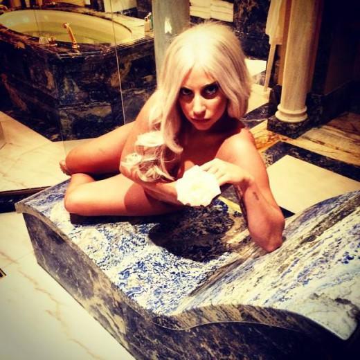 Η Lady Gaga στο ξενοδοχείο Μεγάλη Βρετάνια