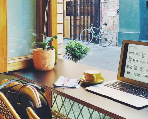 Πέντε ιδιαίτερα café της Αθήνας που μπορείς να δουλέψεις δημιουργικά!