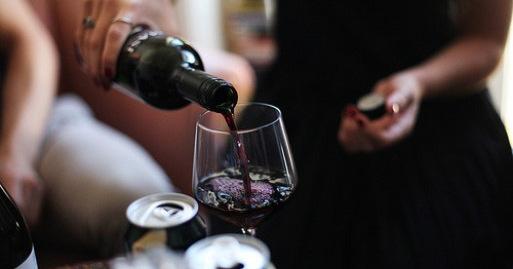 Να πως συνδέεται το κρασί με την πρόληψη από το Αλτσχάιμερ
