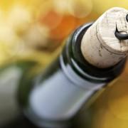 Πως να ανοίξεις ένα μπουκάλι κρασί χωρίς τιρμπουσόν
