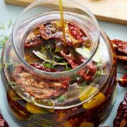 Πώς να φτιάξεις μόνη σου τις τέλειες λιαστές ντομάτες