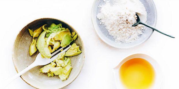 Απλές, γρήγορες DIY μάσκες ομορφιάς με υλικά που σίγουρα υπάρχουν στην κουζίνα σου