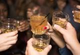 10 λόγοι για να βγεις με ένα κορίτσι που αγαπάει το ουίσκι