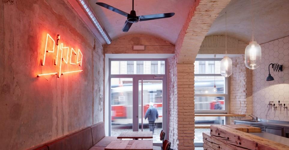 Pipca: Το bistro στην Πράγα που θα σε κερδίσει με το interior design του