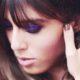 Πώς να φορέσεις eye gloss και glitter σαν party girl σύμφωνα με τη Violette