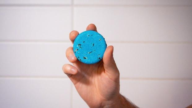 Τι είναι το solid shampoo και πώς μπορείς να το χρησιμοποιείς